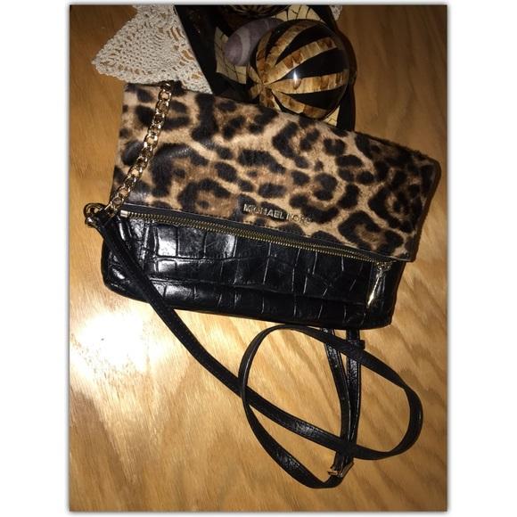 9877ee0bb6a2 Michael Kors Foldover Crossbody Bag Leopard Print.  M_5c67a112c9bf50510478c75b